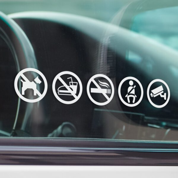 Naklejki informacyjne na samochód: monitoring, rejestracja obrazu, zapnij pasy, zakaz palenia, zakaz jedzenia i picia, zakaz wsiadania ze zwierzętami.